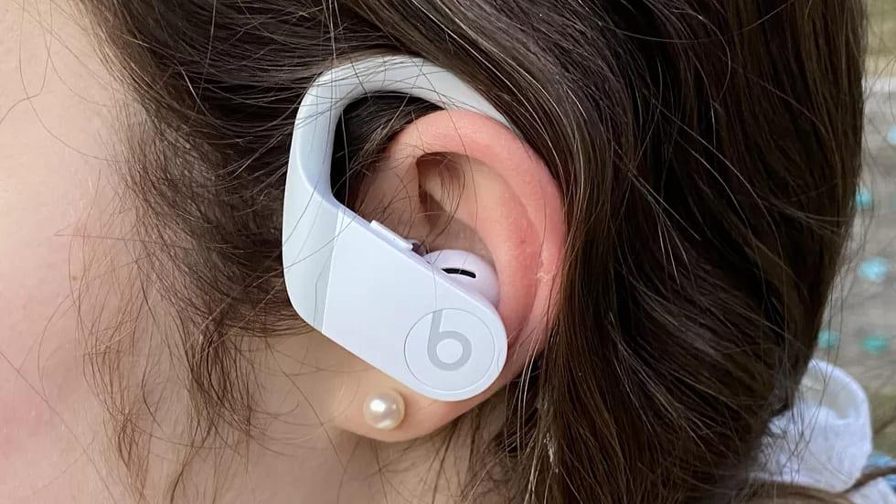 Beats Powerbeats 4 в ушах