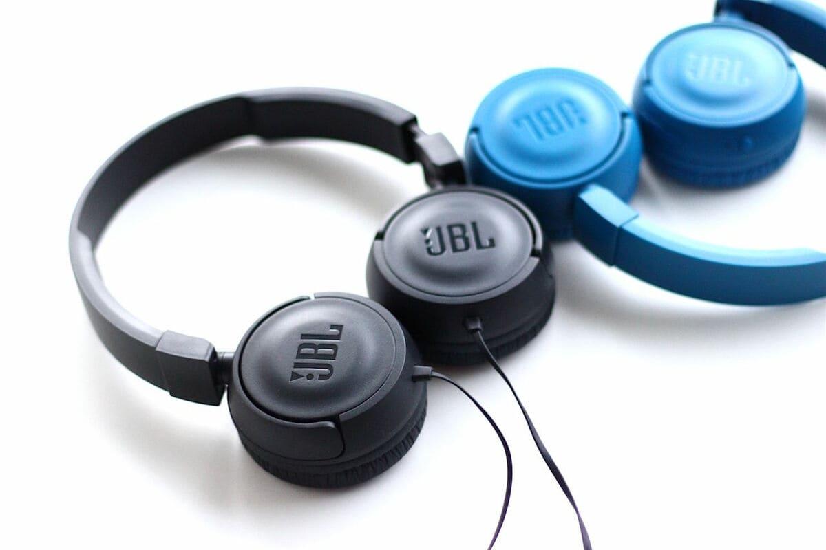 Лучшие проводные наушники JBL T450