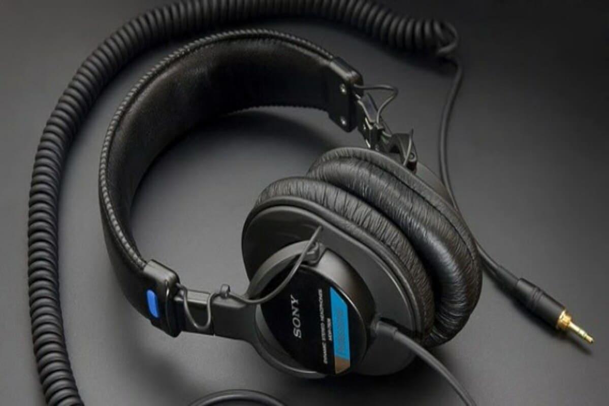 Лучшие проводные наушники Sony MDR-7506