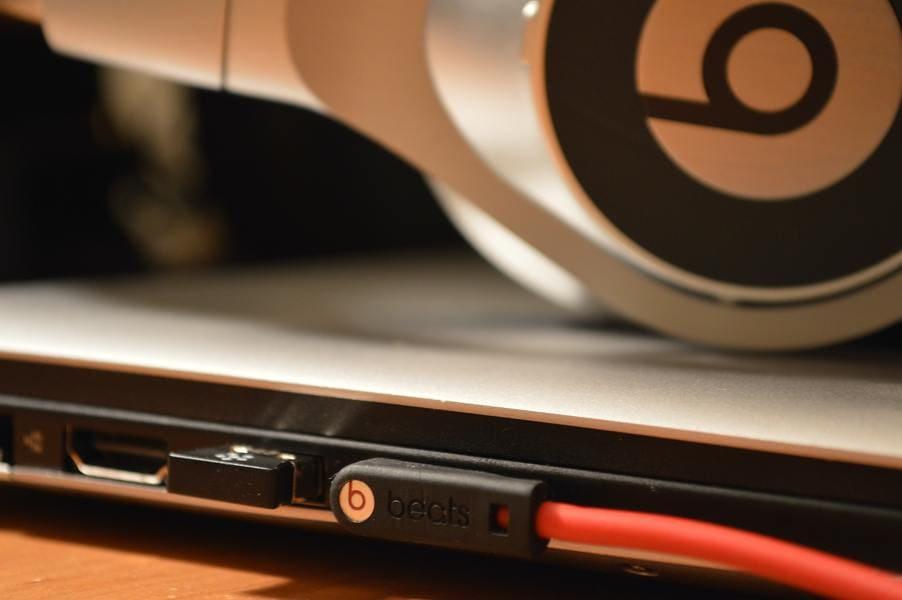 как подключить наушники к ноутбуку