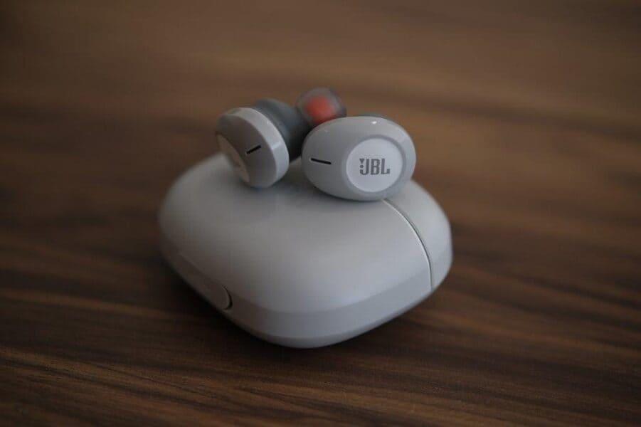 Лучшие наушники для iPhone JBL Tune 120TWS