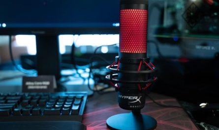 микрофон и компьютер