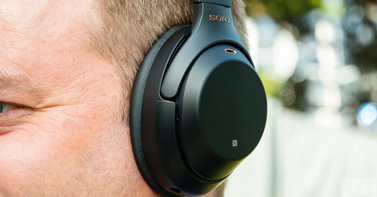 Sony WH-1000XM3 на ушах