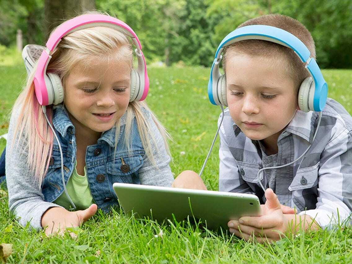 ТОП-5: лучшие наушники для детей — Рейтинг 2021 года детских моделей🎧